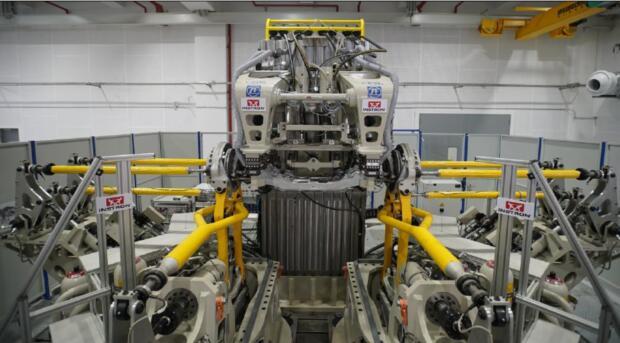 英斯特朗ZF6自由度轴耦合道路模拟试验台运行成功