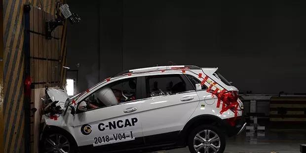 北汽EX360完成正面100%重叠刚性壁障碰撞试验