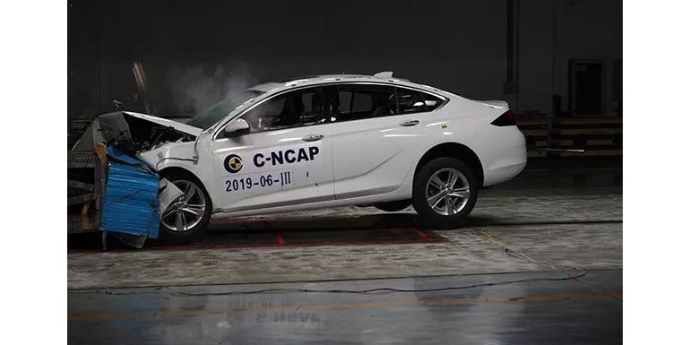 上汽通用新君威——正面40%重叠可变形壁障碰撞试验完成