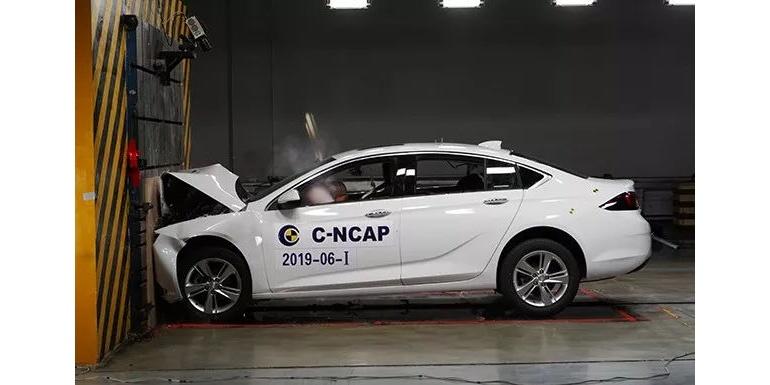 上汽通用新君威--正面100%重叠刚性壁障碰撞试验完成