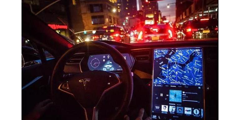 特斯拉Autopilot高速路自动变道功能风险巨大