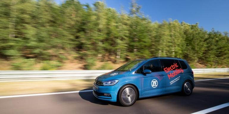 采埃孚全球媒体技术日|采埃孚首款电动车2挡减速器 全球首发