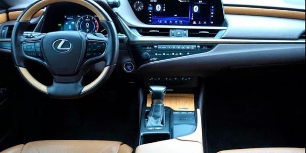 舒适的进取 测评新一代雷克萨斯300h